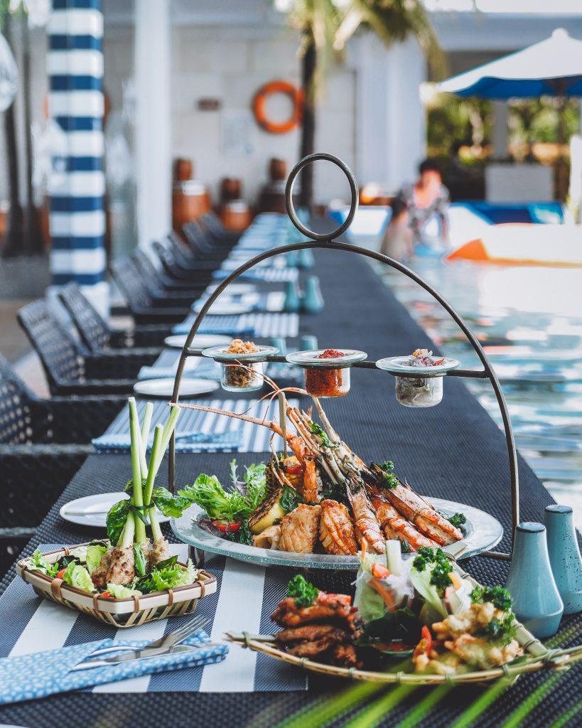 Sarapan enak di Bali : Menu seafood disajikan di atas meja