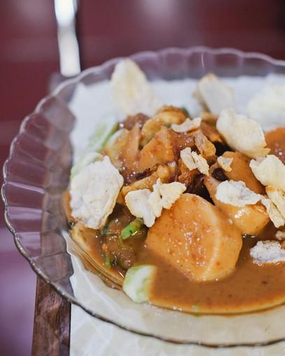 Kuliner Legendaris Cikini : Gado-gado tampak dekat disajikan dalam piring