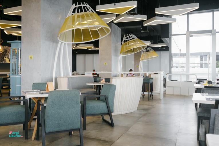Staycation di tengah Kota : Area restoran yang unik