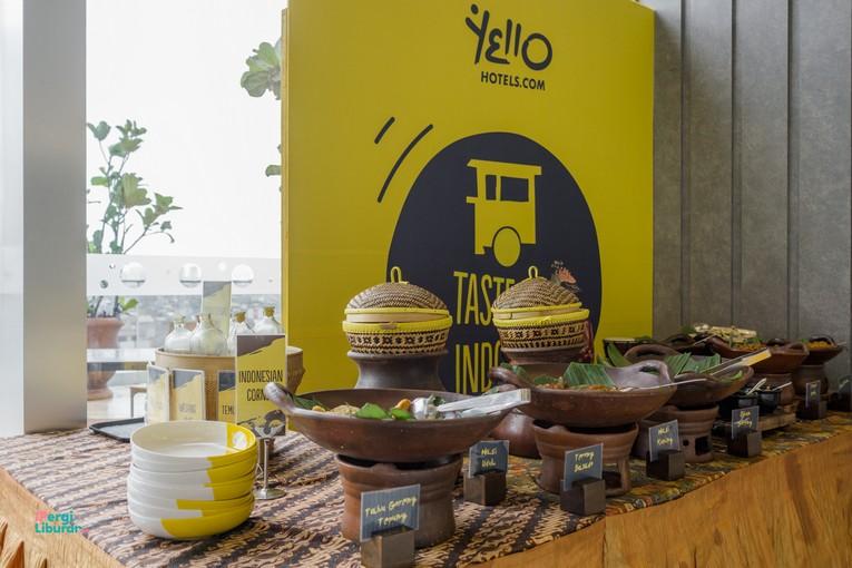 Staycation di tengah Kota : salah satu pojok makanan tradisional