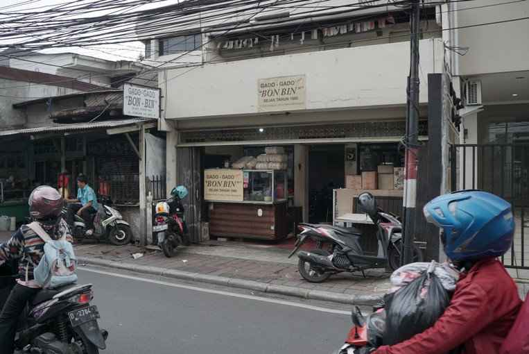 Kuliner Legendaris Cikini : Tampak depan ruko Gado-gado Bon Bin
