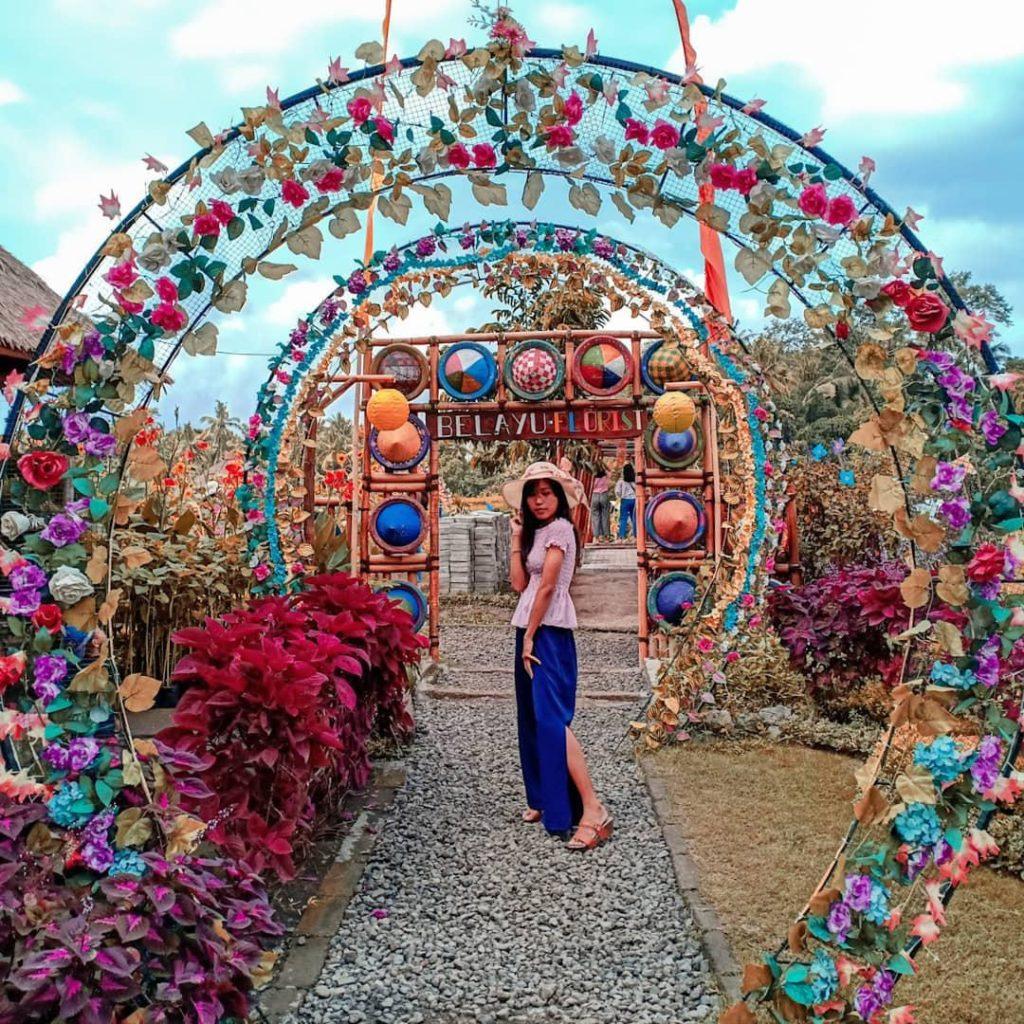 Pintu masuk taman bunga 'Belayu Florist'