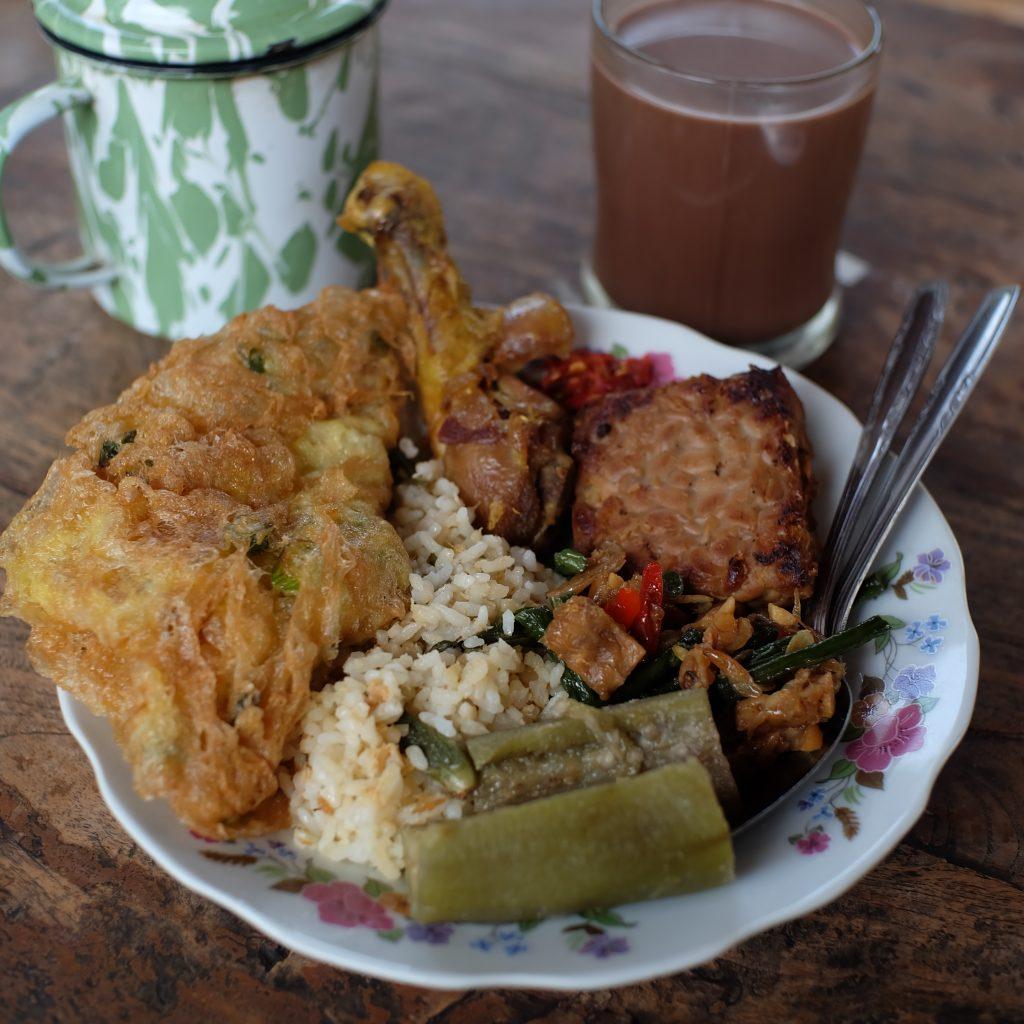 Sepiring menu tradisional ditemani wedangan Jogja
