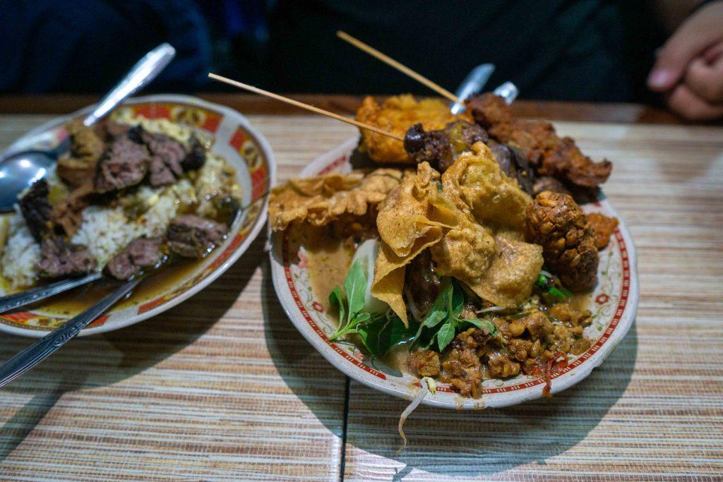 Pecel rawon kuliner favorit di Malang