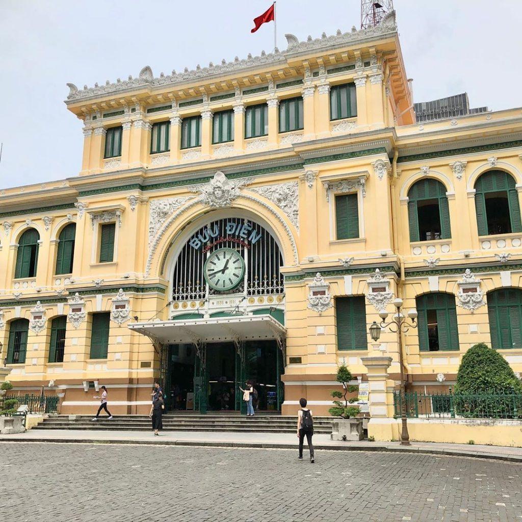 Kantor pos di pusat Kota Saigon